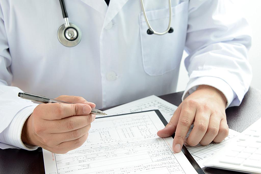医師の診断イメージ